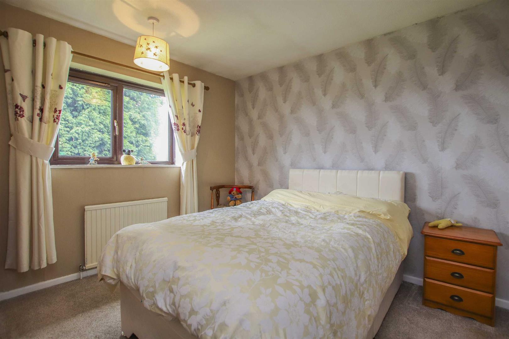4 Bedroom Semi-detached House For Sale - Image 7